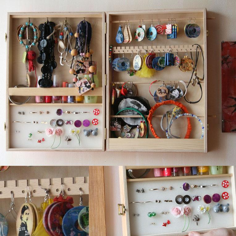 Skřínka na šperky na zeď, nástěnná šperkovnice -