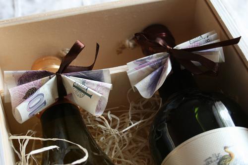 svatební dar, kazeta na víno, jak vtipně darovat peníze ke svatbě