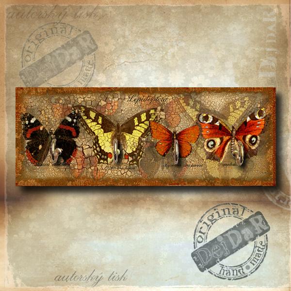 Věšák motýli