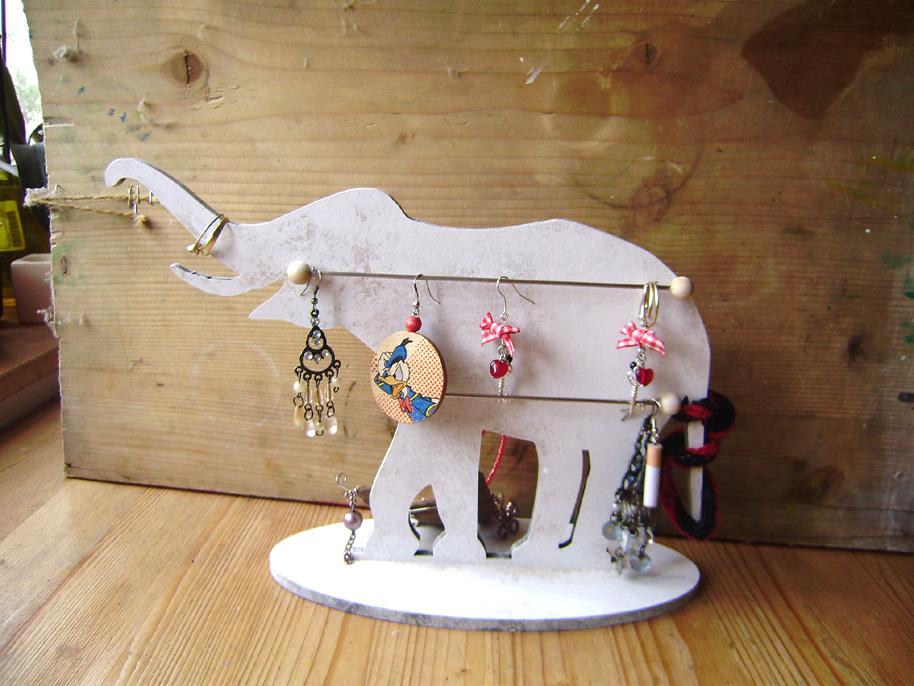 Stojánek na šperky - slon