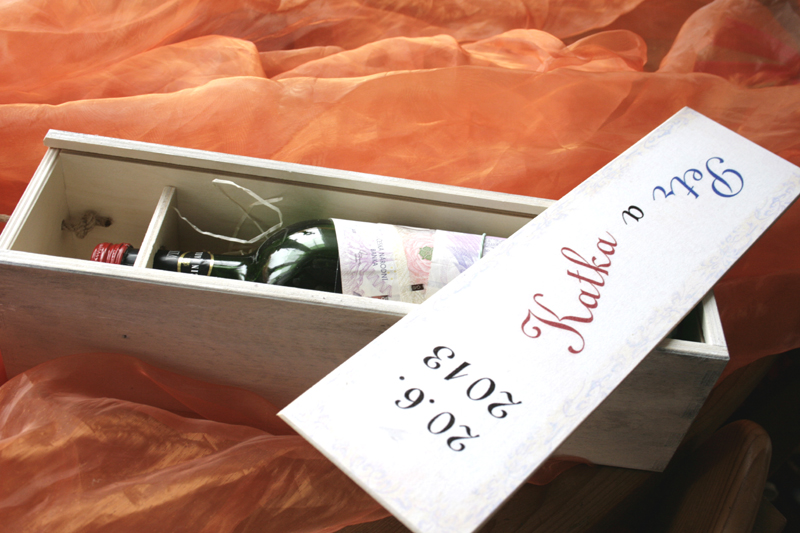 Svatební krabice na víno, tip jak darovat peníze ke svatbě