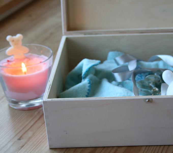 Dárek k narození miminka - velká krabice s méďou holčička